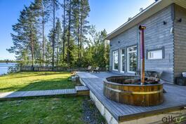 Kylpypaljussa vilvoitellaan saunan jälkeen!