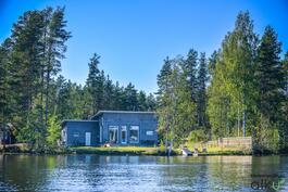 Upea Koti järven rannalla, puolen tunnin matkan päässä kaupungista!