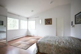 Yläkerran makuuhuone iso