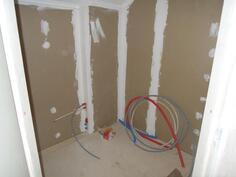 yläkerran keskeneräinen wc