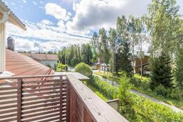 Parvekenäkymät / Utsikter från balkongen
