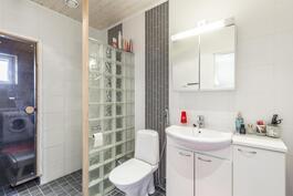 Vaalea kylphuone / Ljust badrum