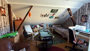 Yläkerran huone 1