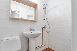 Tyylikäs kylpyhuone remontoitu 2008