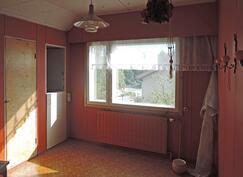 Yläkerran itäpään huone, jossa keittonurkkaus
