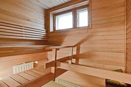 Sauna uusittu juuri/ Splitterny bastu.