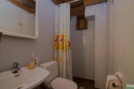 Neljä erillistä kylpyhuonetta