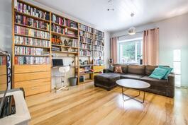 Kirjasto/olohuone