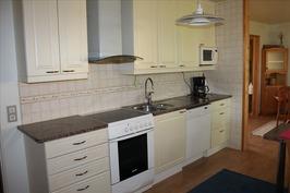 2005 uusittu keittiö