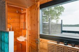 Saunassa suihku ja wc