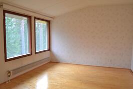 Makuuhuone 2 (yläkerrassa)