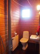 Kylpyhuonen yhteydessä wc