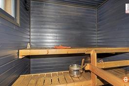 saunan seinät on käsitelty