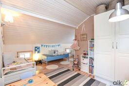 Ihastuttava huone on persoonallinen ja varmasti lasten mieleen