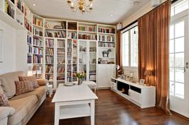 Kirjasto/tv-huone