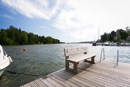 Talvisin pääsee yhtiön laiturilta avantoon uimaan, ja Laajasalon uimarantakin on vain 350m päässä.