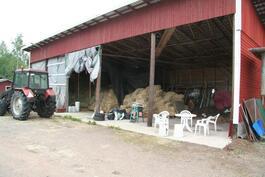 Talousrakennus - heinä- ja traktorihalli