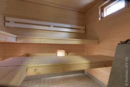sauna, jonka lauteet uusittu