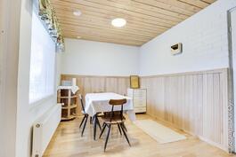 ison puolen saunan pukuhuone käynnillä terassille