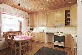 iso keittiö