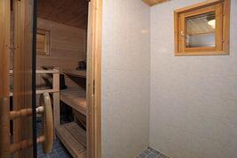 kylpyhuone ja sähkösauna
