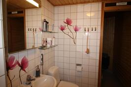 alakerran kylpyhuone/wc