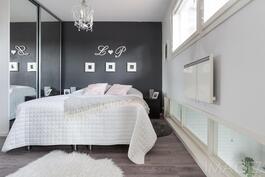 Kauniita unia yläkerran makuuhuoneessa