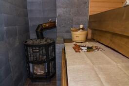Sauna lämpiää puilla
