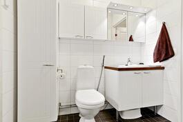 Kaunis 2013 uusittu kylyhuone ja sauna/ Vackert 2013 förnyade badrum.