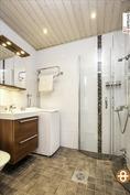 Saneerattu kaunis kylpyhuone