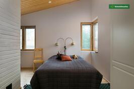 Makuuhuone, josta saa 2 mh:ta