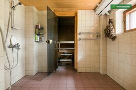 Alakerran sauna/pesuhuone