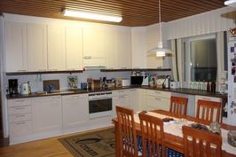 2009 uusittu iso keittiö