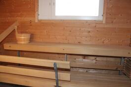 Yläkerran sauna. Kiuasta ei ole kytketty