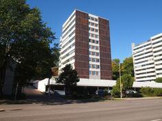 Talon julkisivua Linnankadun suunnalta