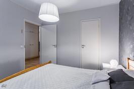 Kuva makuuhuoneesta (2)
