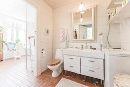 Alakerran wc / toalett i nedre våningen