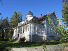 Talossa mm. sadevesiviemäröinti, tuulettuva rossipohjarakenne ja ...