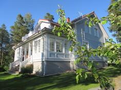 Varaa itsellesi yksityisesittely ja tule tutustumaan myös paikan päälle tähän komeaan Kannus-taloon!