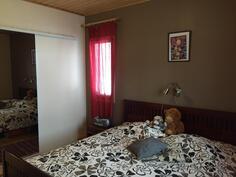 Kuva kolmannesta makuuhuoneesta (2)