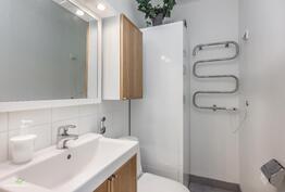 Erillinen wc joka on päivitetty.