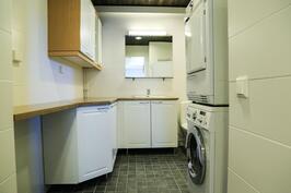 kylpyhuoneen yhteydessä kodinhoitonurkkaus