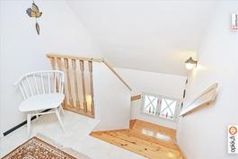 Yläkerran portaikkoa