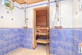 Kylpyhuone remontoitu 2013