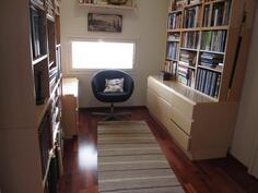 yläkerran pikku kirjastohuone