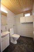 WC ja kodinhoitotila kylpyhuoneessa