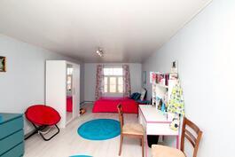 Yläkerran makuuhuone 3