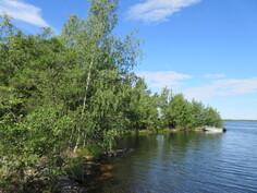 Lisäkuvaa omasta Isokiperkarin rantaviivasta ja venelaiturirannasta! Lepäisten sulkuporttien kautta pääsee myös pienveneillä (korkeus alle 2,4 m) avomerelle!