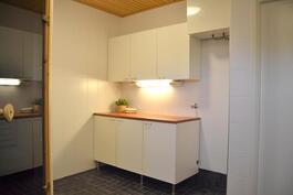 Yläkerta - Kylpyhuoneen yhteydessä kodinhoitotila