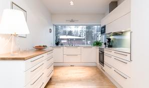 Upea modernin tyylinen keittiö